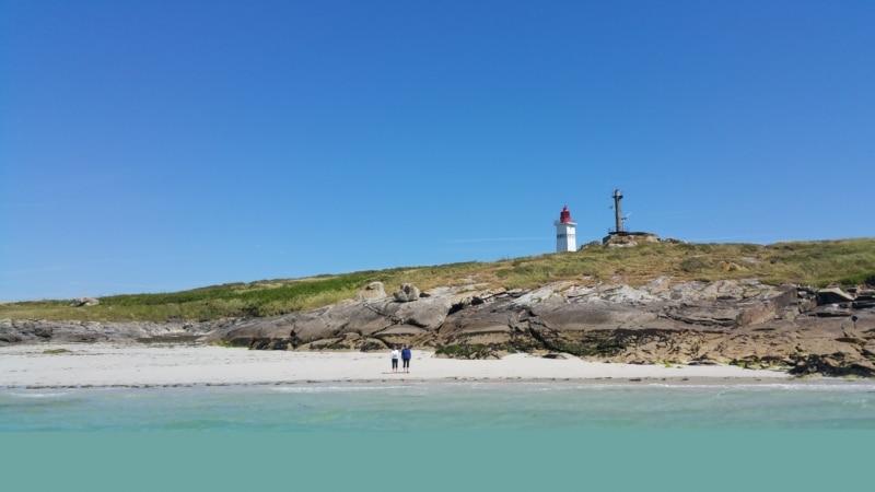 Les Glénan avec le phare de Penfret