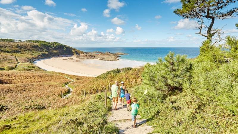 Balade au bord de la plage du Portuais à Erquy