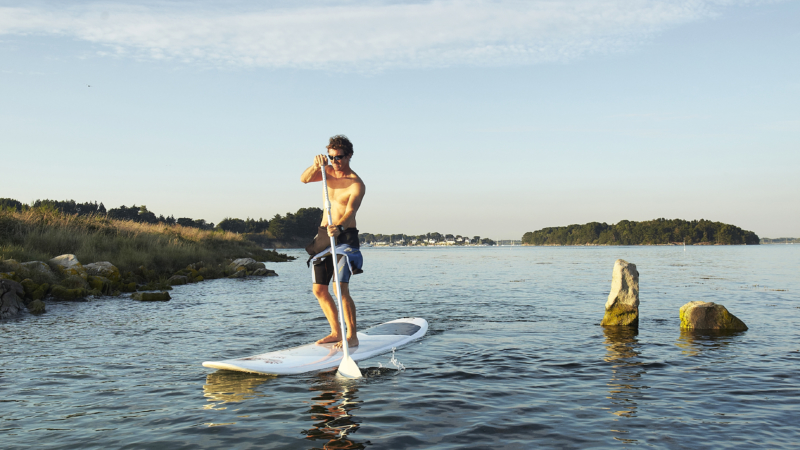 Stand up paddle au bord de l'ile d'Er Lannic