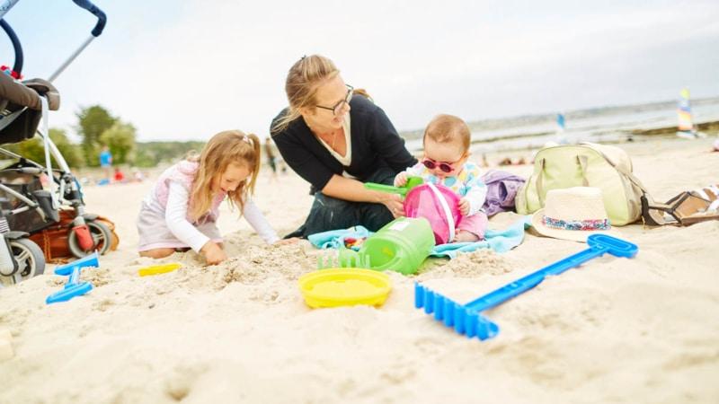 Détente en famille sur la plage du Trez Hir