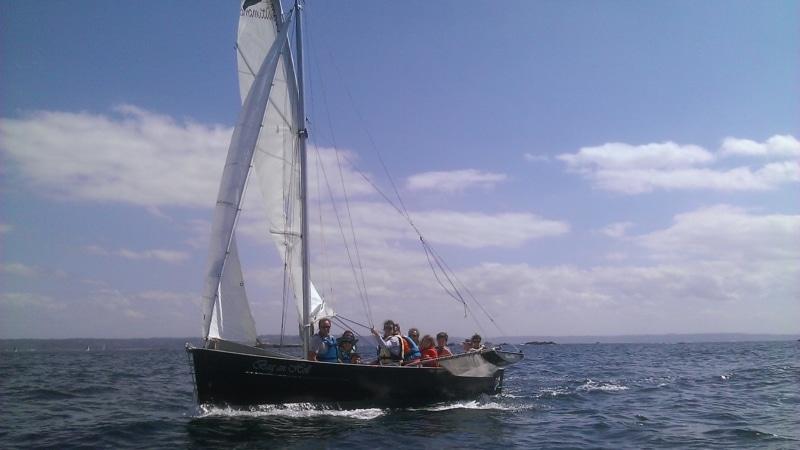 Promenade en voilier autour des îles à Trébeurden sur la côte de granit rose