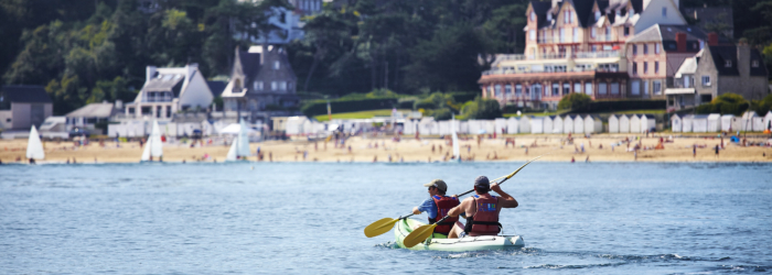 Louer un kayak au Point Passion Plage sur la grande plage de Saint-Cast Le Guildo