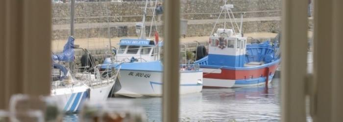 Déjeuner en terrasse Chez Janie, en face du vieux port de Roscoff
