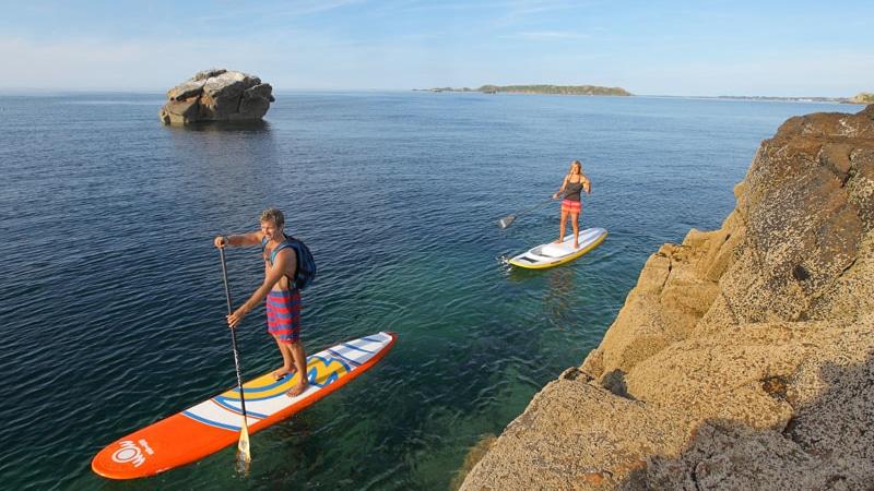 Suivez un champion de surf  et découvrez le Stand Up Paddle à Perros-Guirec!