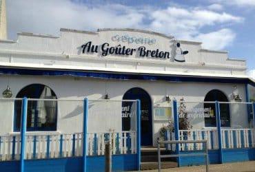 Se réchauffer avec une crêpe et un café à la crêperie Au Goûter Breton à Primel-Trégastel