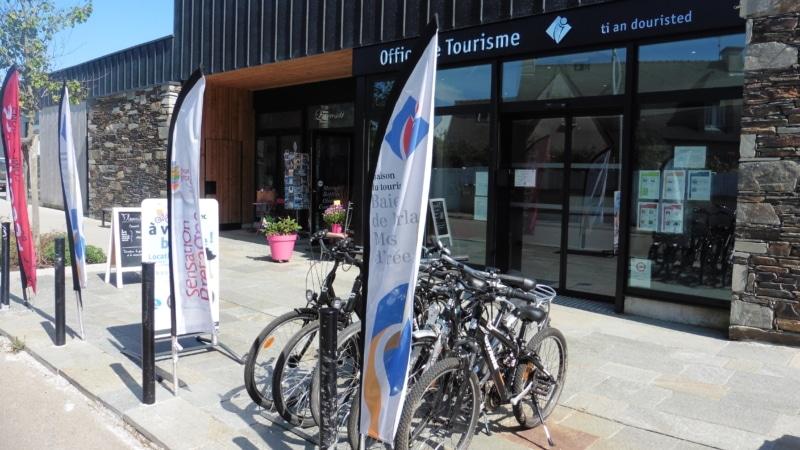 Balade à vélo mère-fille à Locquirec en Baie de Morlaix