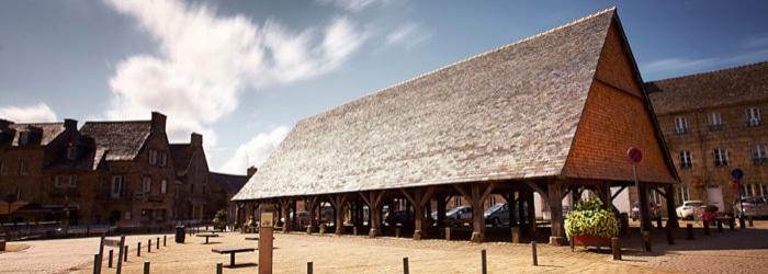 Découvrir un monument unique en Finistère : les Halles du XVIe siècle