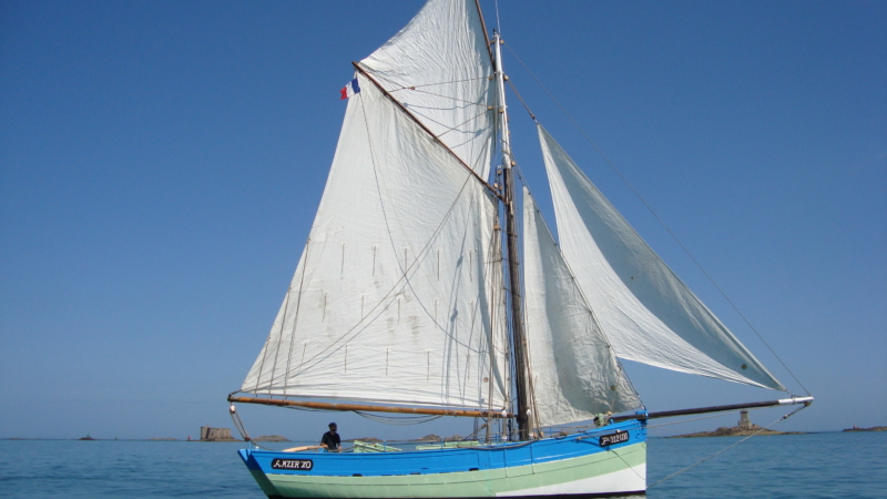 Jouer au capitaine à bord du vieux gréement l'Amzer'zo à Plougasnou