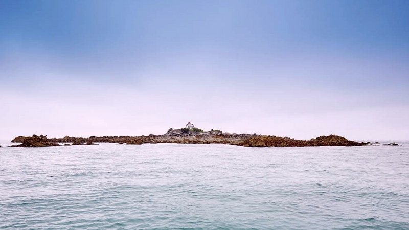 L'île Harbour à Saint-Quay-Portrieux et le ciel se teinte de rose