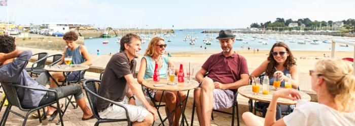 Prendre un verre avec vue mer sur le port