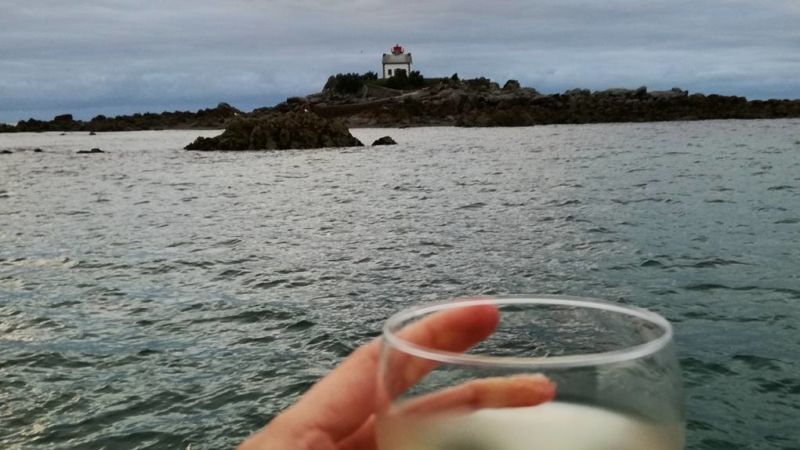 Apéro vue Mer face à l'île Harbour à Saint-Quay-Portrieux