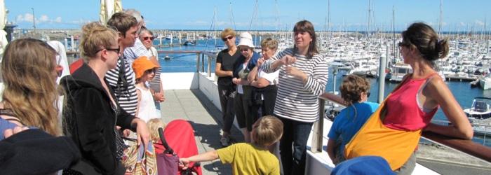 Suivre une visite guidée du port avec Gaëlle