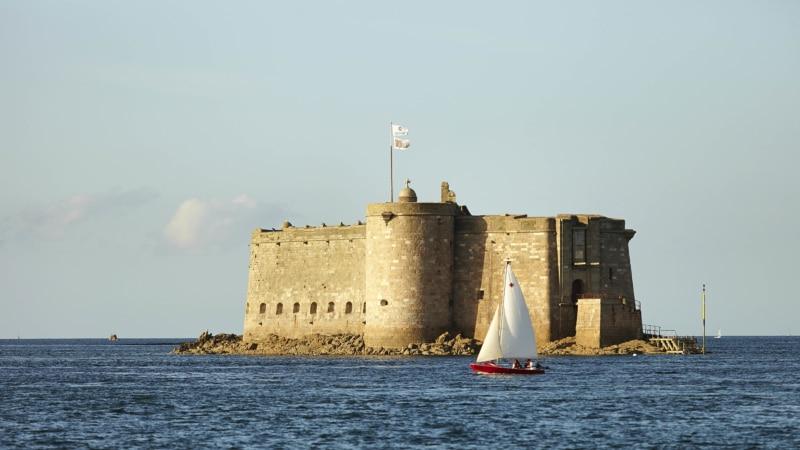 Le château du Taureau en Baie de Morlaix
