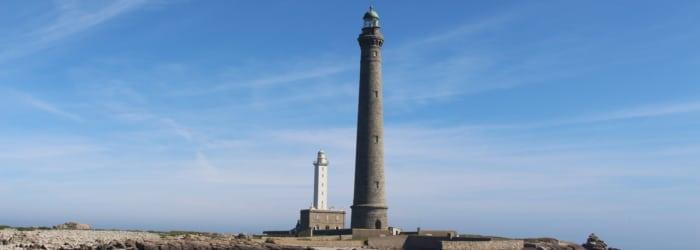 Grimper les marches du plus haut phare d'Europe, le phare de l'ïle Vierge (d'avril à septembre)