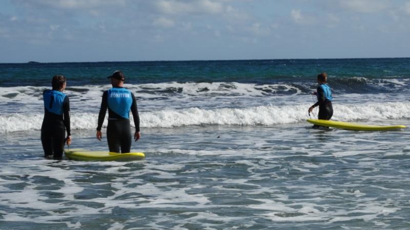 Surf sur la plage de la Grève Blanche à Plouguerneau