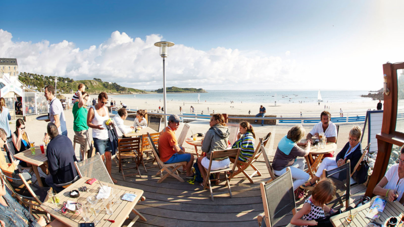 Les terrasses au bord de la plage de Tresmeur à Trébeurden