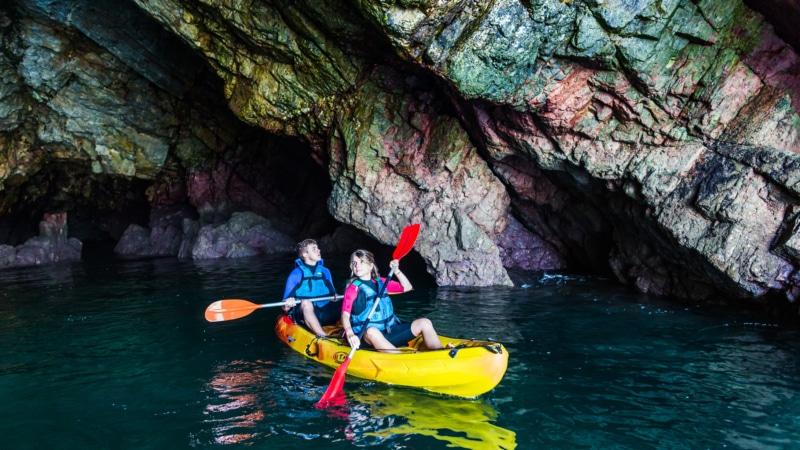 Balades dans les grottes marines à Crozon-Morgat