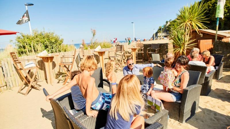 Boire un verre ou manger un morceau sur la plage du Moulin Blanc à Binic-Etables-sur-Mer