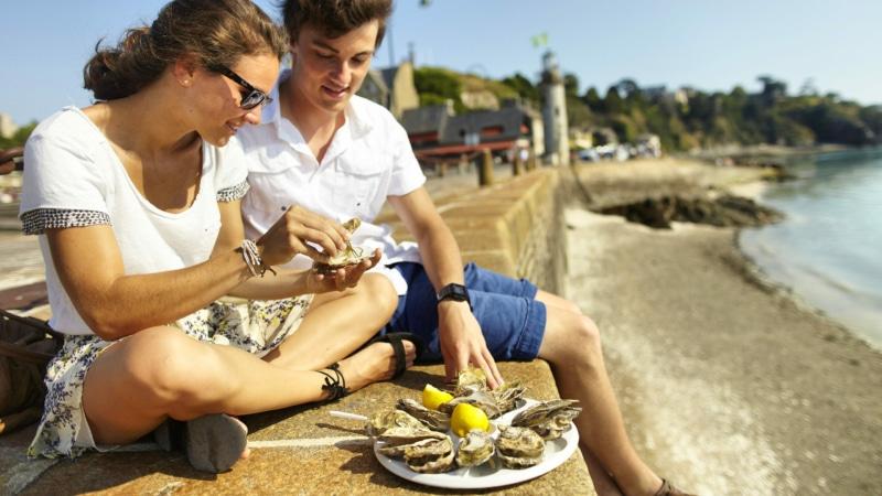 Dégustation de fruits de mer sur la jetée